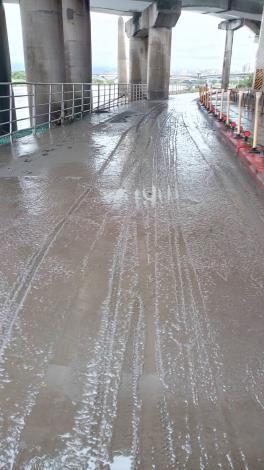 桂林機車道 滿是泥濘