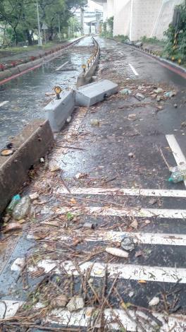 桂林機車道 路面垃圾多 影響騎乘安全