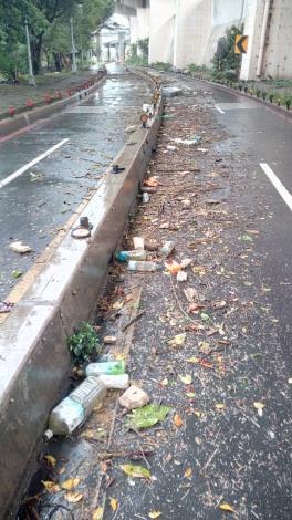 桂林機車道 滿是垃圾