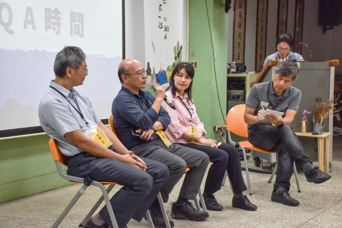 水利處總工程司張凱堯(左二)開講景美溪流域環境營造規劃