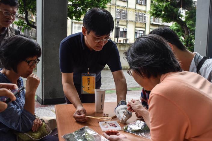 民眾參與戶外活動藝術創作過程