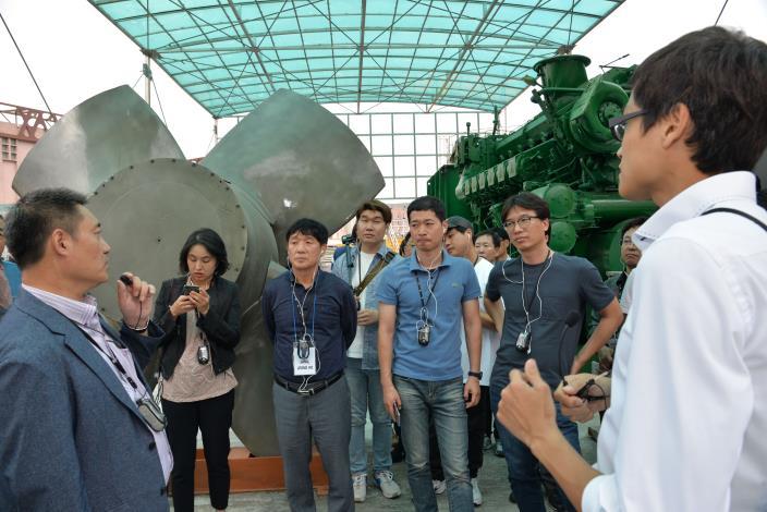 5號抽水機組拆卸留置於所屬治水體驗園區,做為日後與民眾環境教育互動之一環 圖為今年韓國參訪團來訪北市抽水站總管中心