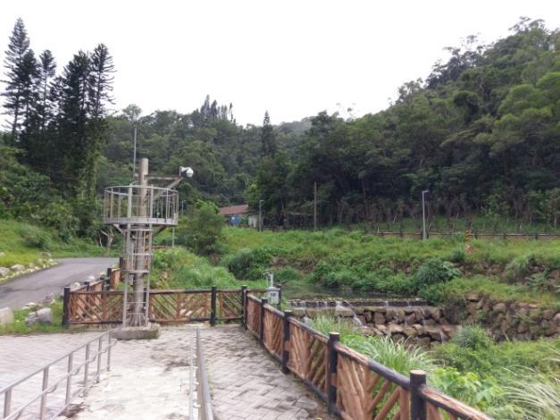 調洪池周圍設置安全維護設施,於渠首工設置一座閉路電視(CCTV)及1組超音波及壓力式水位計,可將水位資訊及影像即時傳輸至臺北市政府水情中心