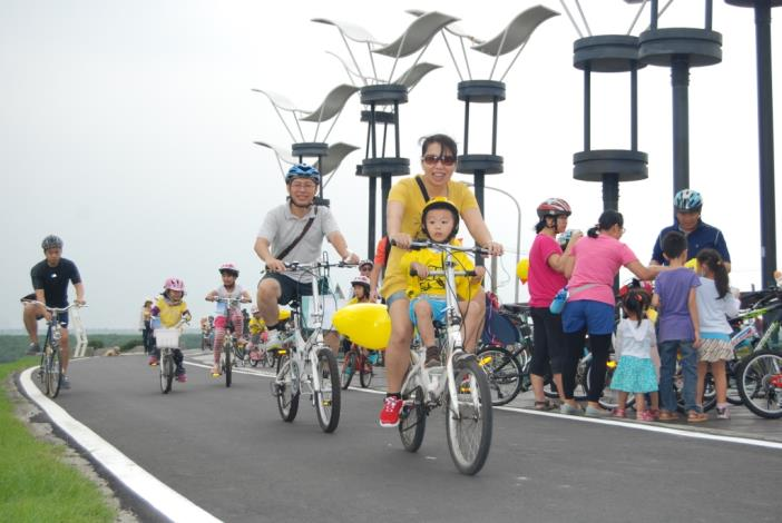 島頭公園堤頂自行車道[開啟新連結]