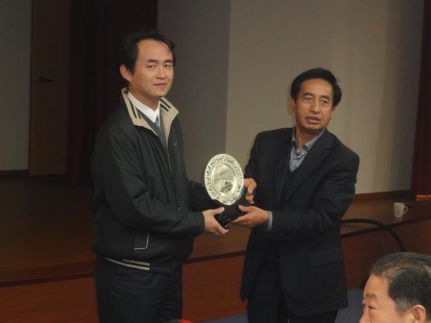 寧夏自治區水利學會致贈本處紀念禮品