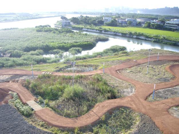 洲美大橋鳥瞰自行車越野場南側