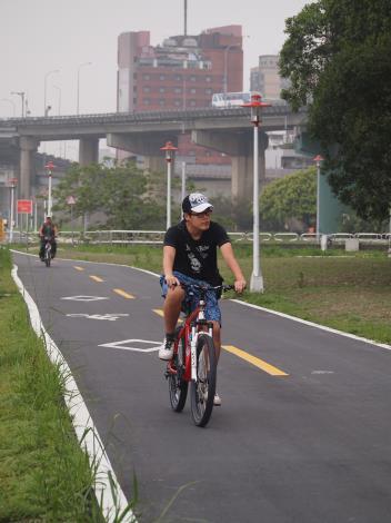 龍山河濱公園自行車道拓寬