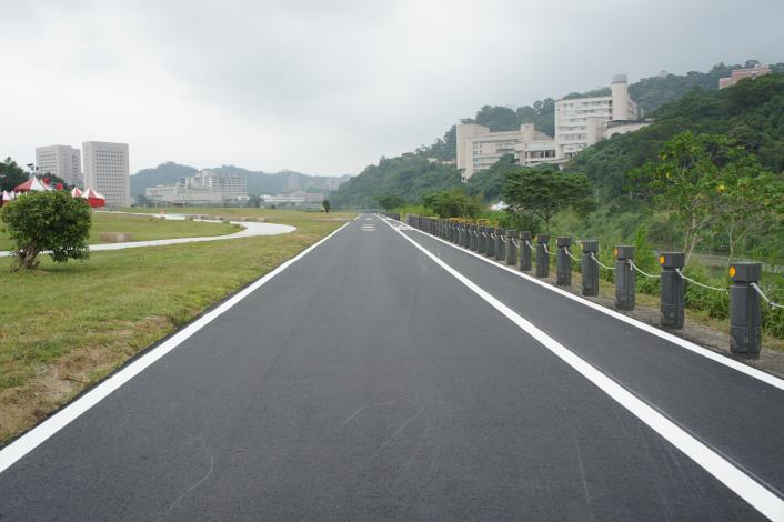 新設並拓寬自行車道