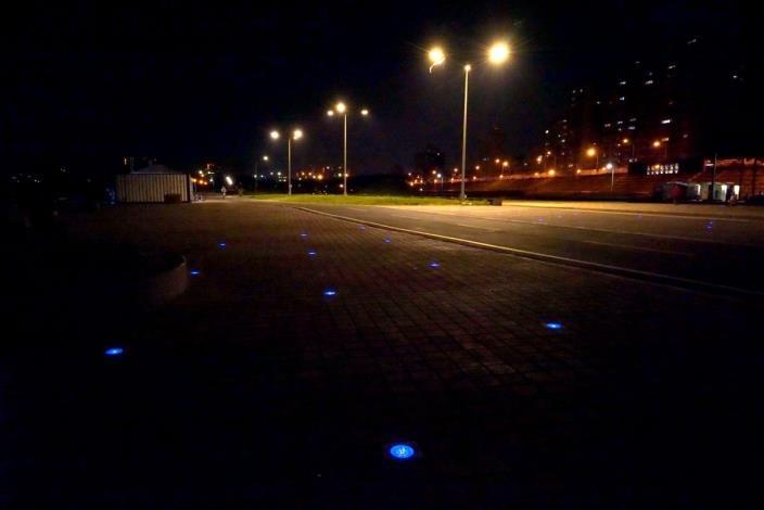 夜晚的河濱公園