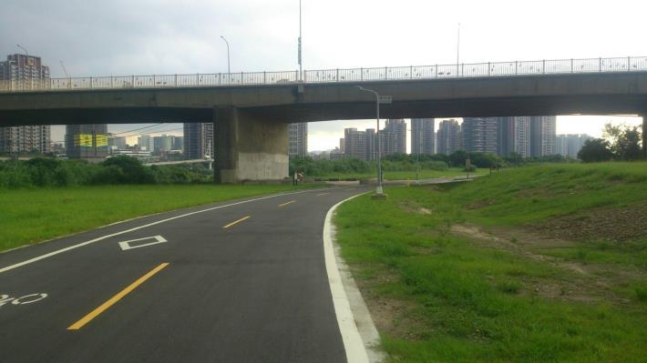 華中河濱公園-自行車道拓寬工程[開啟新連結]