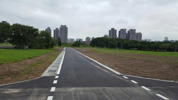 華中河濱公園-華中橋下游自行車道拓寬與側溝設施改善[開啟新連結]