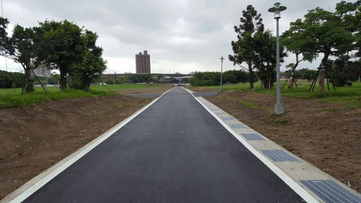 華中河濱公園-華中橋下游側自行車道拓寬與排水設施改善[開啟新連結]