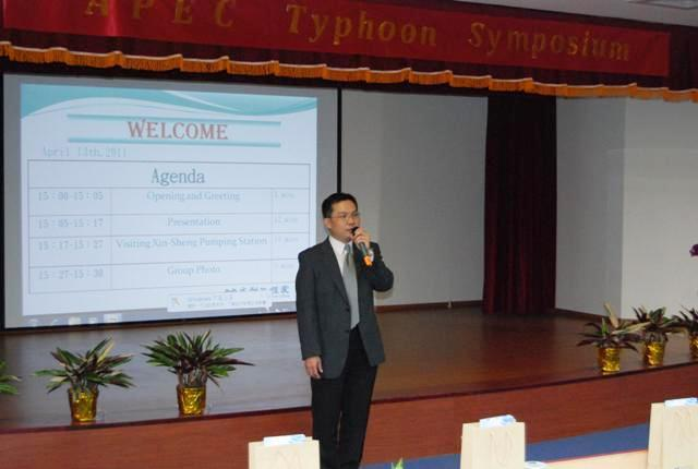 Secretary Wu delivers a welcome on behalf of Director Huang