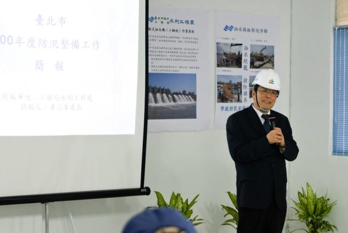 Commissioner of Public Works Department gives an address.(工務局局長致詞)