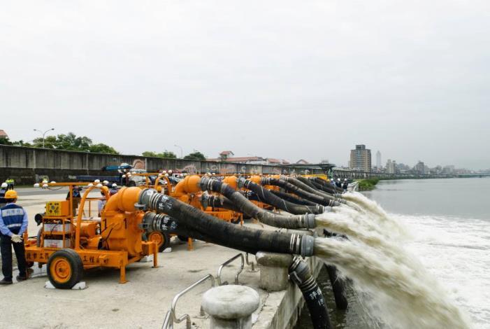 Presentation of 12-inch pump sets(12英吋抽水機組抽水展示)