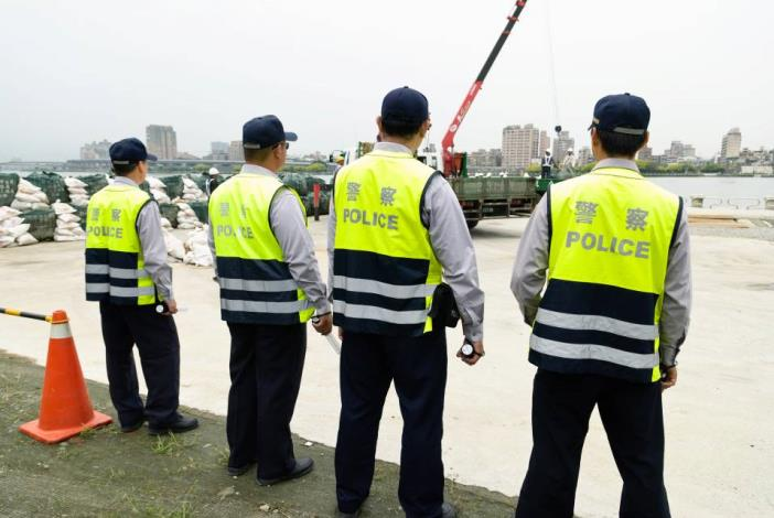 River patrols control the access of drill site(河巡隊於現場管制人員出入)