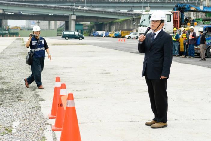 Commissioner of Public Works Department gives remarks.(工務局局長致詞)
