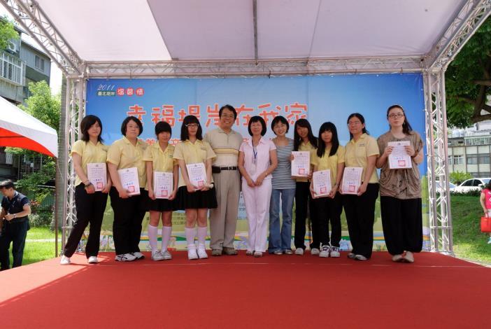 景美女中師生參與景美溪辛亥路7段堤壁美化徵圖活動作品入選者(Awarded participants of the Embankment Embellishment Contest from Jingmei Girls High School.)