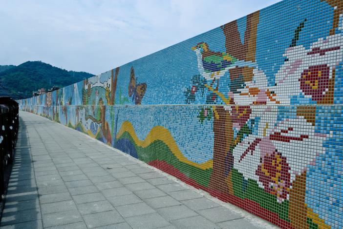 景美溪辛亥路7段堤壁美化完工之作品(上游側)(A part of finished works of the Embankment Embellishment at Xinhai Road Section 7. Upstream)
