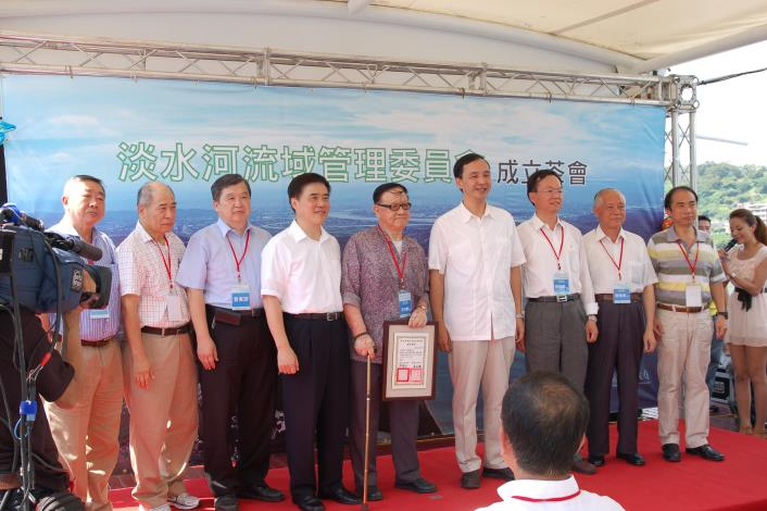 兩位市長及淡水河流域管理委員會委員(Mayor Hau, Mayor Chu and Members of the Tamsui River Management Committee.)
