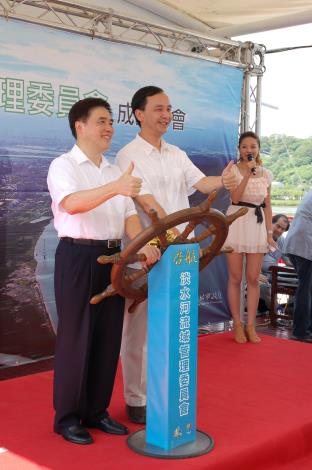 兩位市長共同掌舵,兩市淡水河共同啟航(Mayors Hau and Chu concurrently launch Tamsui River steering body.)