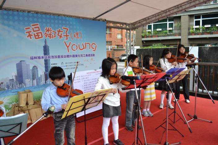 名山里小提琴研習社之表演(Performance of young violinists from  Mingshan Neighborhood.)