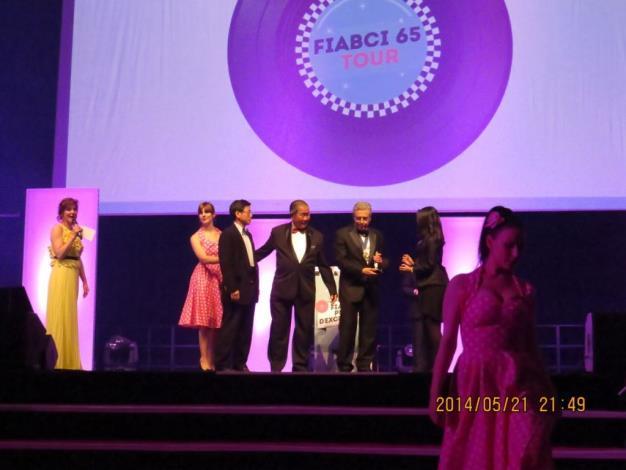 2014全球卓越建設獎登台領獎(The winner on the podium in the presentation of FIABCI World Prix d'Excellence Awards 2014)