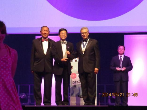 榮獲2014全球卓越建設獎與頒獎者合照(Award presenters and winners of FIABCI World Prix d'Excellence Awards 2014)