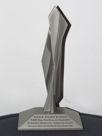 2014全球卓越建設獎獎盃(Trophy as World Silver Winner of FIABCI World Prix d'Excellence Awards 2014)