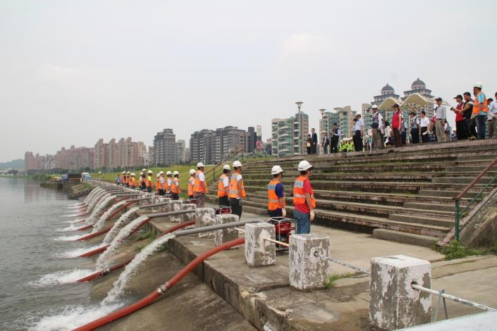 The Chung Kang River's Bicycle/Pedestrian Bridge will carry pedestrians and cyclists across the Chung Kang River.  The cast-iron deck bridge is about 180m long with a 6m wide.