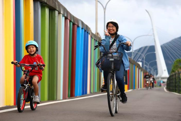 Visitors can cycle at Shezidao to enjoy leisure and reduce carbon reduction