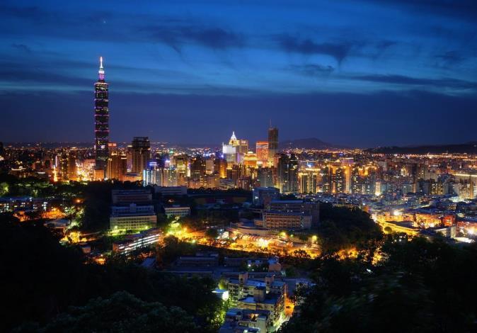10虎山親山步道夜景