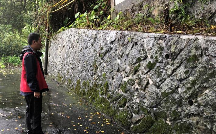圖2:專業技師巡查擋土牆現況[開啟新連結]