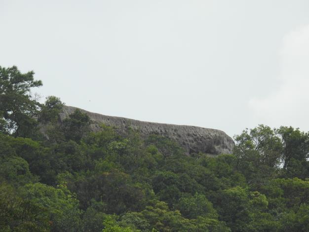 01龍船岩-像一艘石船停泊在山巒上.JPG[開啟新連結]