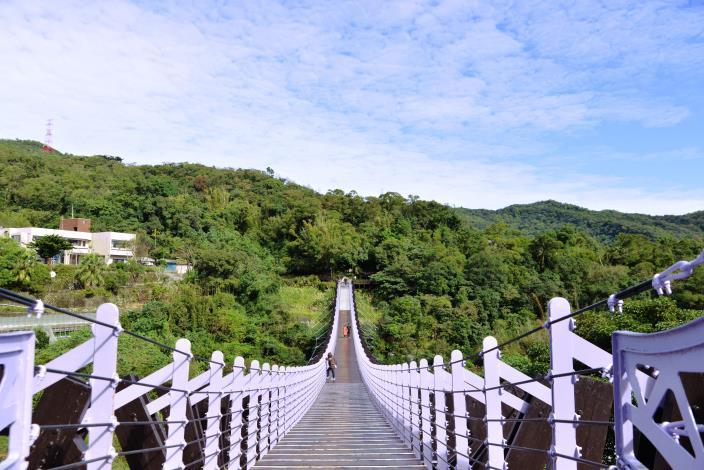 白石湖吊橋[開啟新連結]
