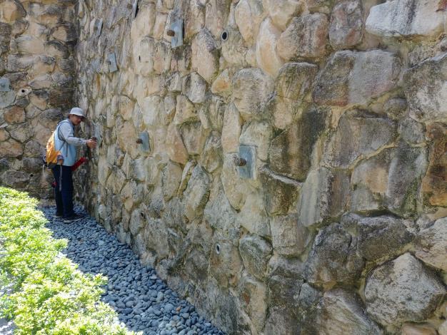 4.已完工設施檢查景觀擋土牆外觀是否變形龜裂[開啟新連結]