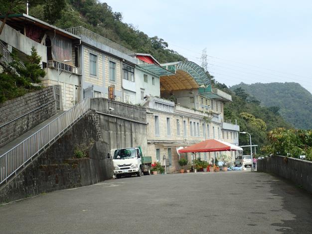 08 圓覺寺建築主體由砂岩石塊所砌成,景觀樸實、環境清幽