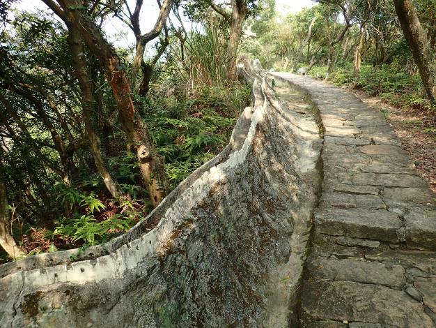 09 鯉魚山親山步道旁有趣味盎然的小人國世界造景