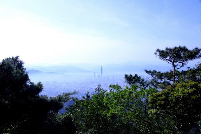 圖6_碧山露營場-大臺北盆地及101美景盡收眼底