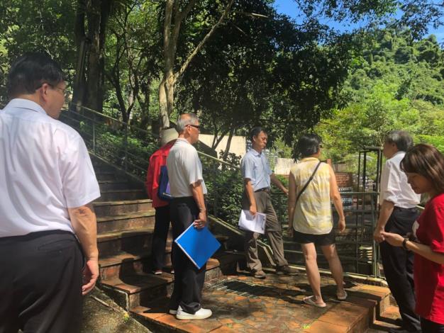 圖2:社區幹部說明水保設施維護情形。