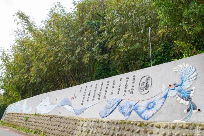 照片5 菁礐古圳意象牆,訴說藍染製作過程