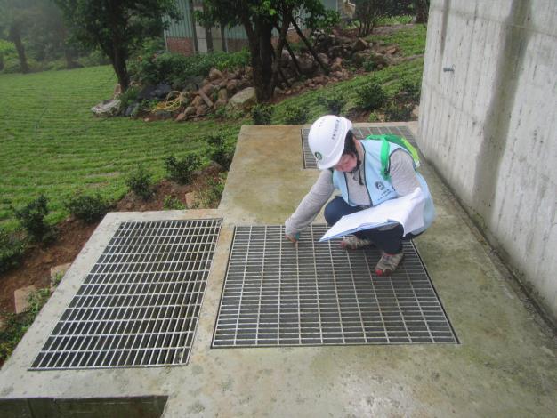 2.專業技師仔細確認圖說及設施狀態
