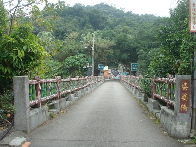 03步道起點為橫跨雙溪河的婆婆橋.JPG