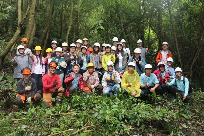 森林系師生、林業團隊及大地處同仁一同合照