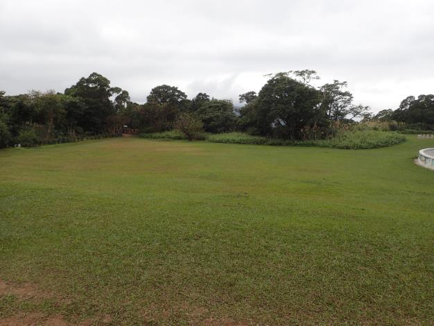 07忠義山頂為一片平坦廣闊的翠綠草原