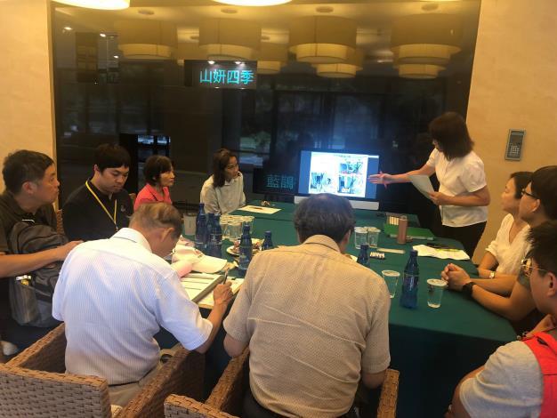 圖2 、108年度臺北市山坡地水土保持優良社區選拔委員聽取參加社區書面報告情形