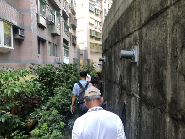 圖3 、108年度臺北市山坡地水土保持優良社區選拔委員檢視參加社區擋土設施定期維護情形