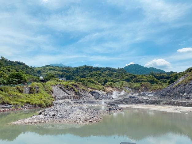 照片4 硫磺谷特殊地景。.JPG