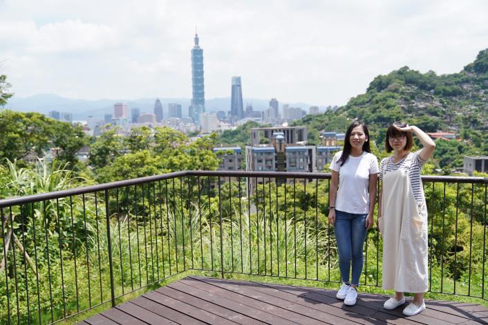照片7 公園步道頂端可一覽101高樓及市區景觀.JPG