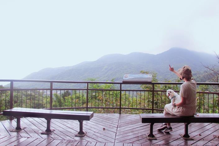 照片5 晚霞平台遠眺山景.JPG